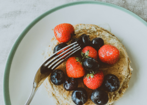 pancakes topped with alkaline diet foods like strawberries and blueberries