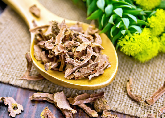 dried Rhodiola rosea on a wooden spoon