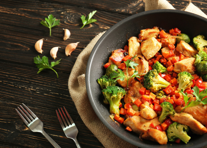 Stir fried chicken, broccoli and peppers in a skillet