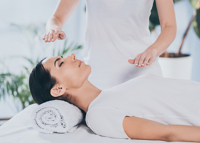 Reiki healing therapy session