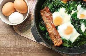keto bacon and eggs recipe featured image