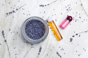 lavender essential oil blends well with featured image